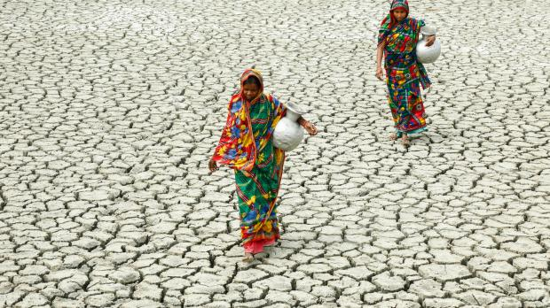 village-women-walk-on-cracked-ground-towards-a-pond-to-collect-water-at-vitaranga-gunari-dacope-khulna-bangladesh-march-2018-credit-wateraid-hsbc-abir-abdullah